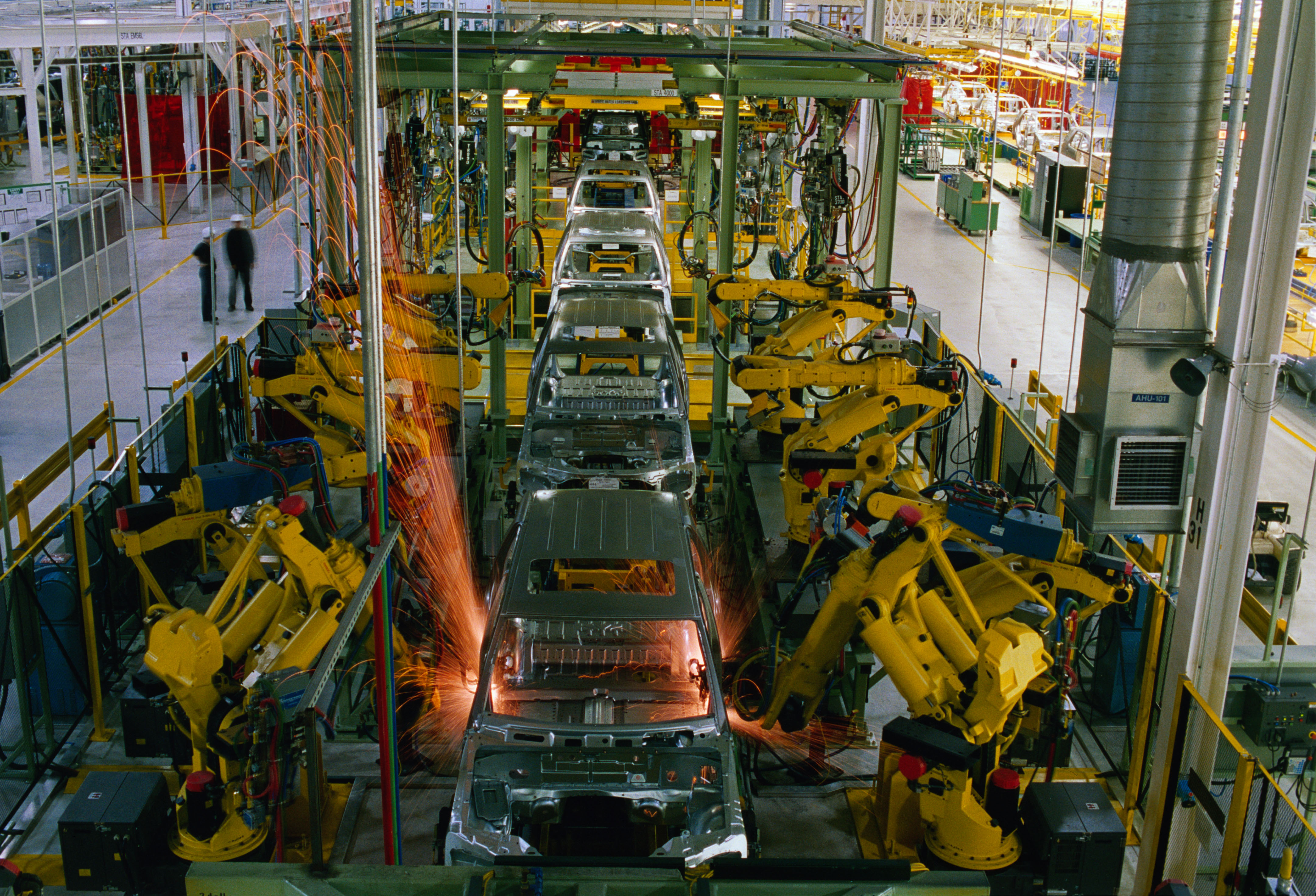 The motoring world mercedes benz pay their workers the for Mercedes benz in vance al