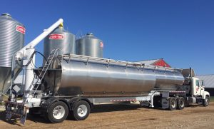 Warren Manufacturing is looking for overseas opportunities for its feed trailers. (Image: Warren Manufacturing)