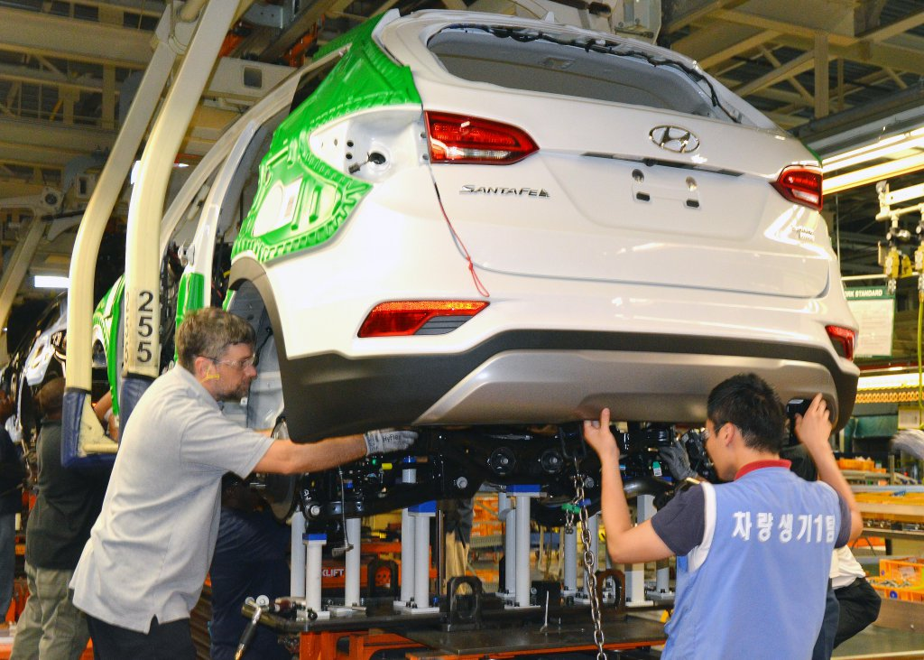 New alabama built santa fe sport suvs roll off hyundai for Motor vehicle division santa fe