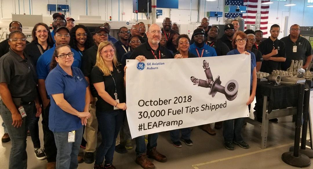 GE Aviation célèbre son 30 000e embout de buse imprimé en 3D pour le moteur LEAP . dans - - - IMPRESSION 3D - USINE DU FUTUR. Intelligence artificielle. GE-Aviation-Milestone-Alabama